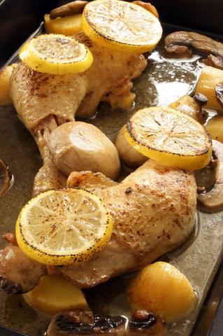 Grilovaná kuřecí stehna na citronech