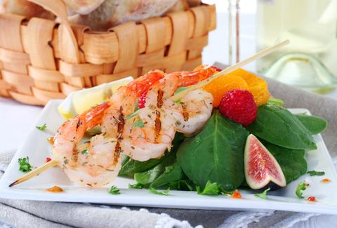 Krevetový špíz na ovocném salátu